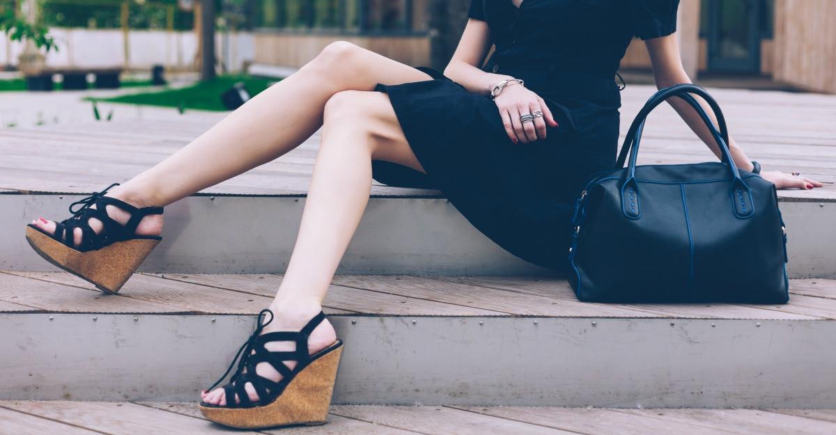 De ce port sandale cu platforma
