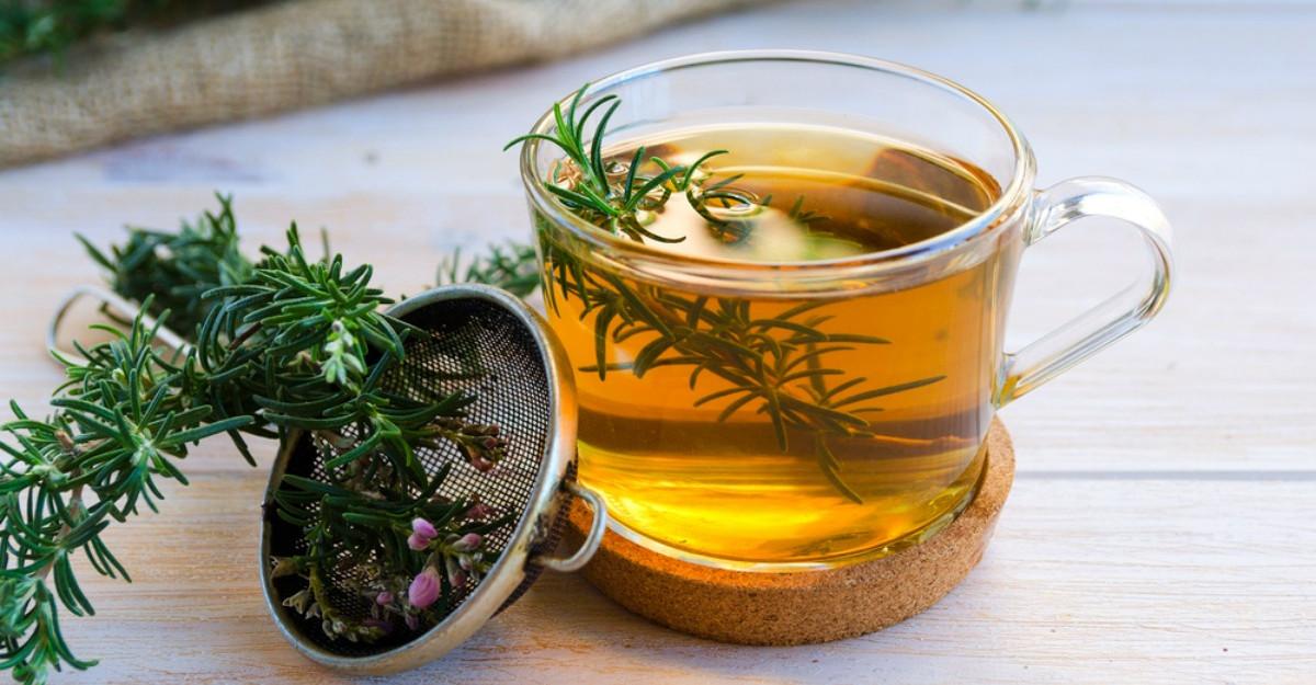 De ce e bine sa bei ceai de rozmarin?