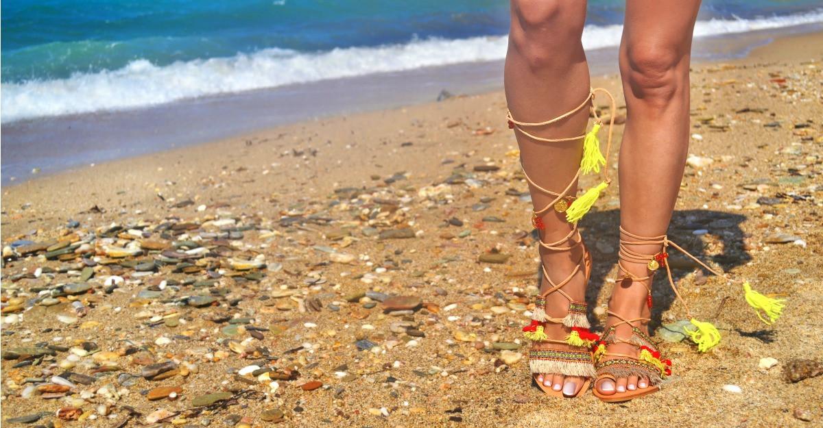 Sandale gladiator scurte: modele in tendintele actuale