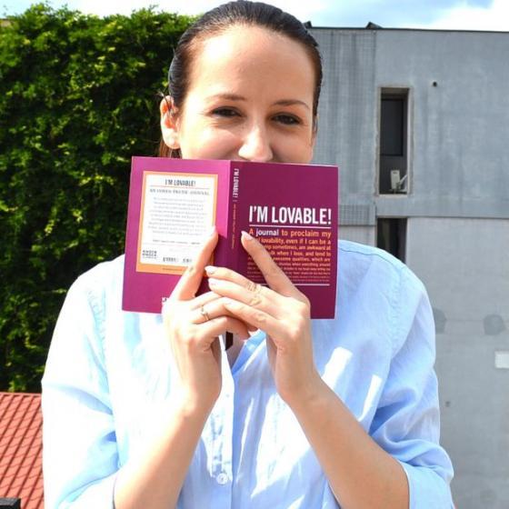 """""""I'm Lovable"""": jurnalul-agendă motivațională care-mi amintește să mă iubesc mai mult. Și să arăt asta!"""