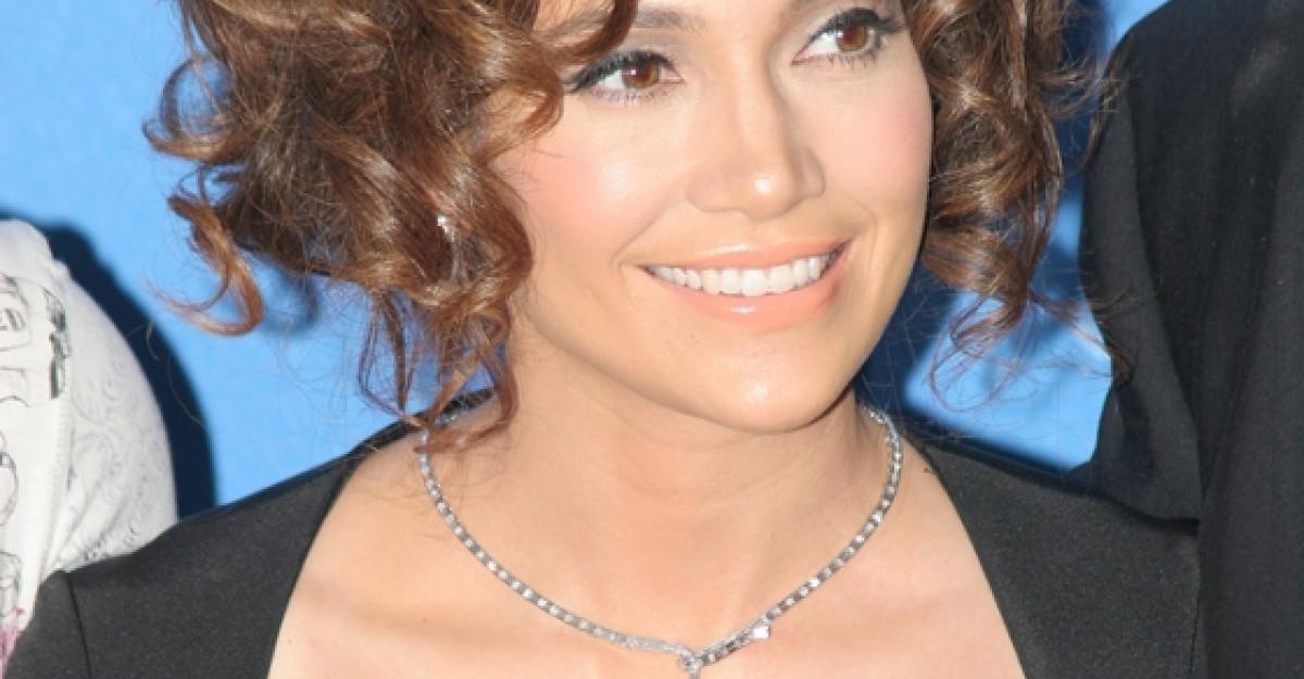 Jennifer Lopez si Anda Adam vin cu Stirile zilei