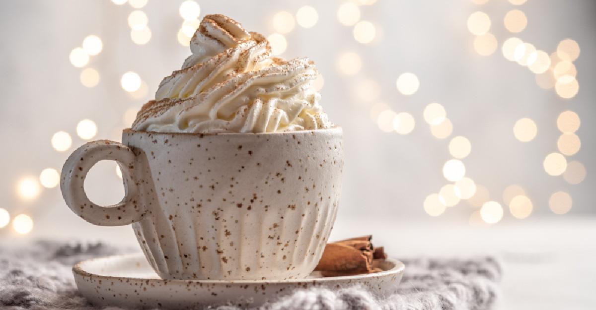 3 retete de bauturi festive si calde pe baza de cafea, vegane si fara zahar