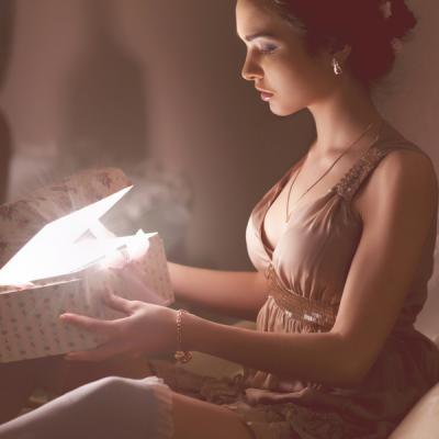 Cadouri pentru femei: Lista celor mai frumoase gesturi tandre