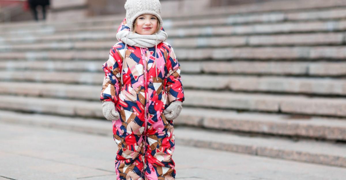 4 salopete de iarnă pentru copii: costume de ski potrivite pentru cei mici