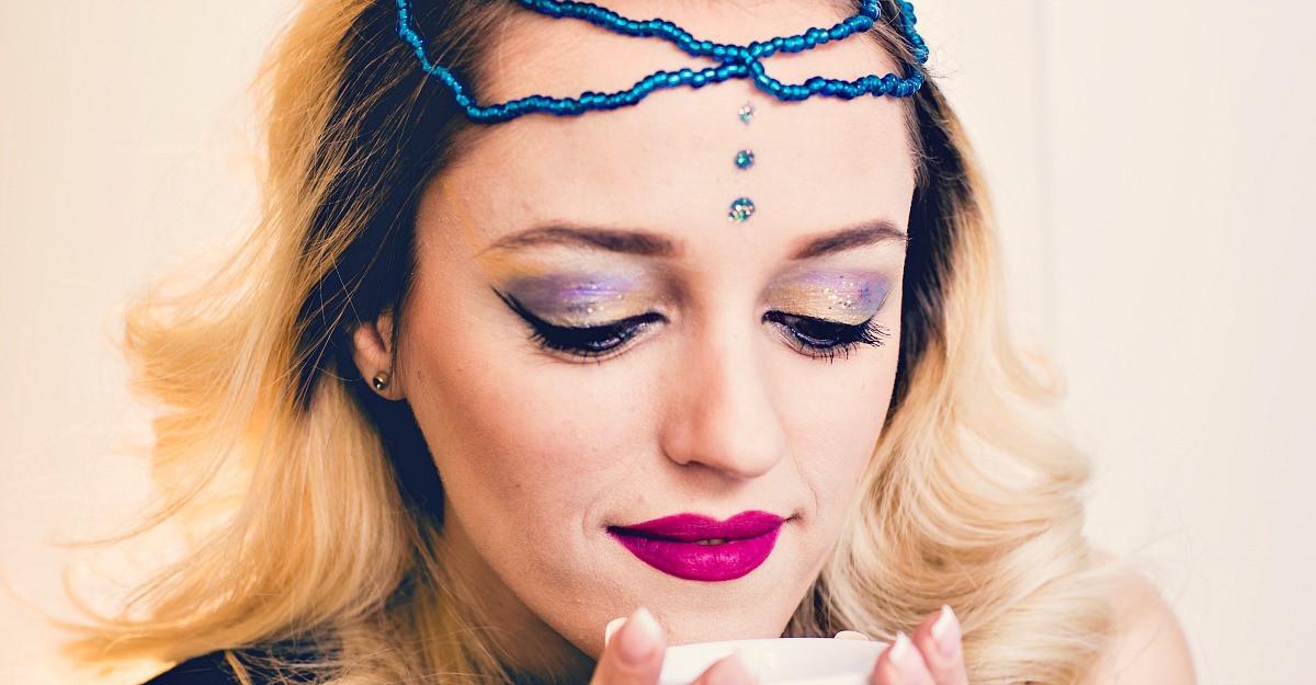 Astrologie: 7 secrete ale femeii Varsator care o fac extraordinara