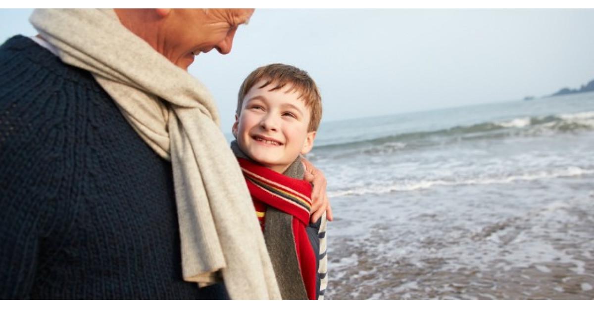 Un bunic si-a dus nepotelul la o plimbare pe plaja. Ce a urmat?