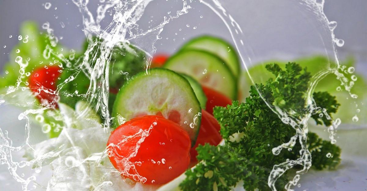 Salata nemteasca de castraveti, varianta vegana si super sanatoasa