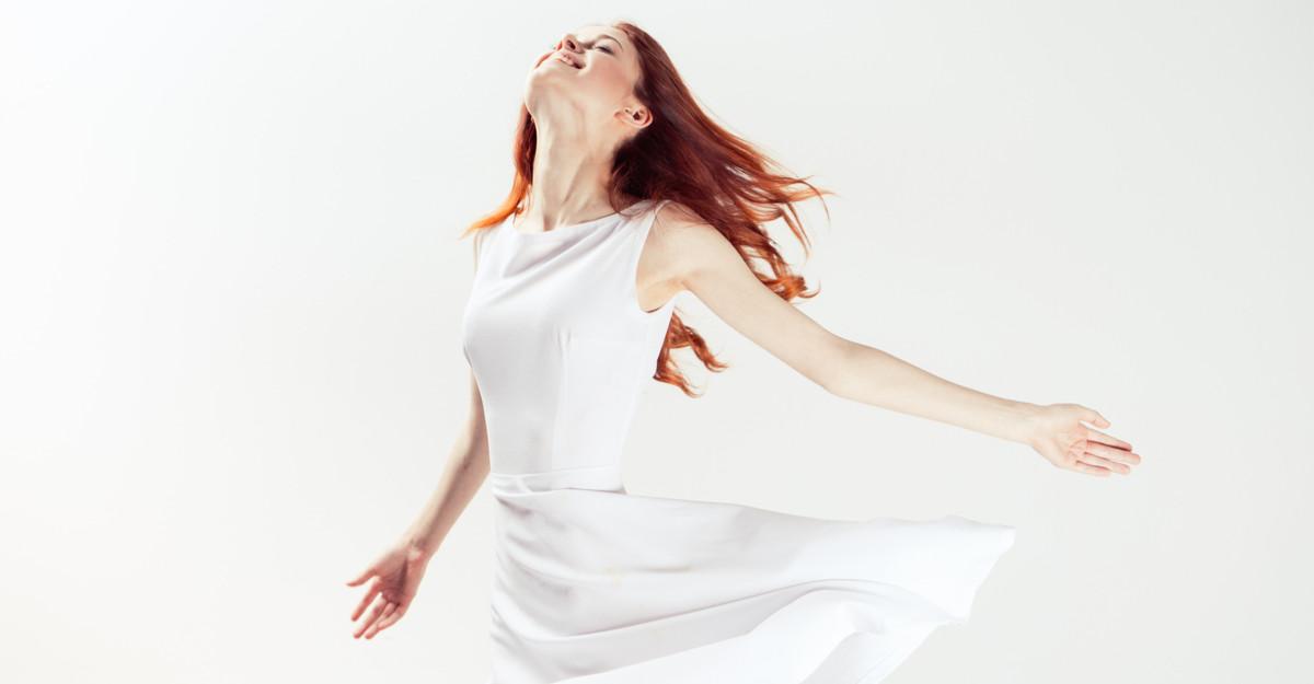 Piesa vestimentară care nu se demodează niciodată: o rochie albă!