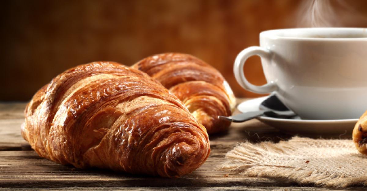 Croissantul cu unt, deliciul frantuzesc pentru care merita sa te trezesti dimineata