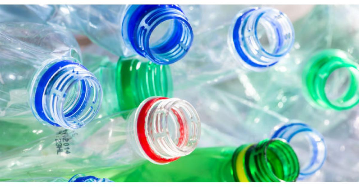Cat de periculos este sa reutilizezi o sticla de plastic?