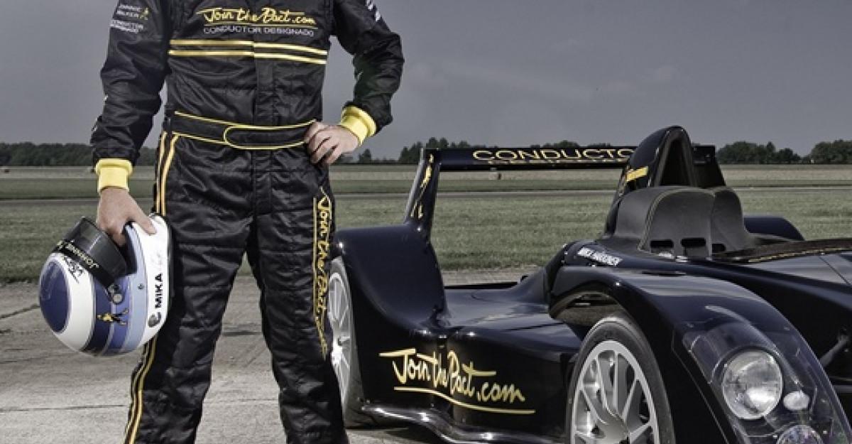 Mika Hakkinen va face o demonstratie la bordul masinii Caparo T1 la Baneasa Shopping City