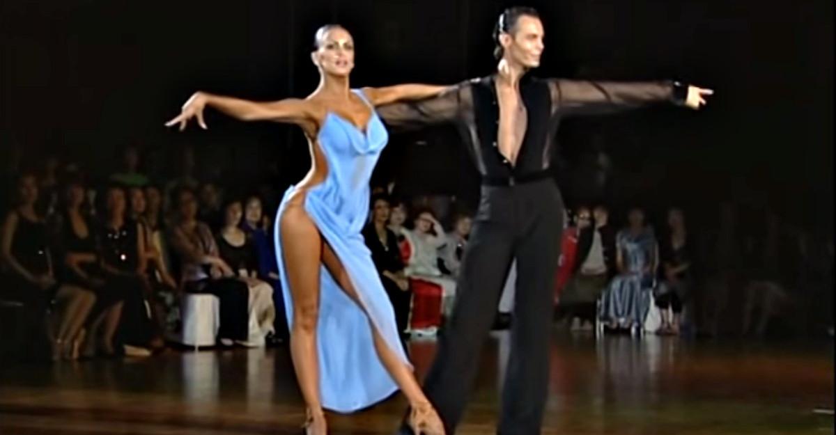 Este cel mai frumos dans pe care l-am vazut. Nu degeaba se numeste Dansul Dragostei