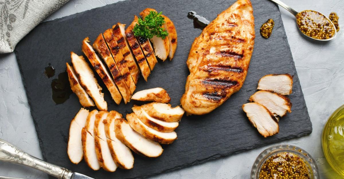 Carnea de pui, pericol pentru sănătate