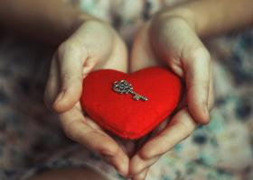 7 pasi pentru a iti deschide inima spre iubire neconditionata