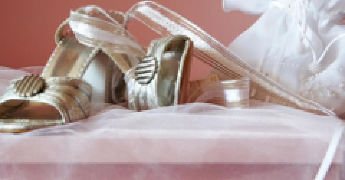 38 Accesorii si pantofi pentru mirese in 2012