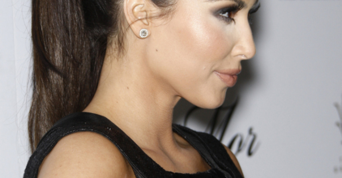 Foto: Mama lui K. Kardashian, in costum de baie la 56 de ani