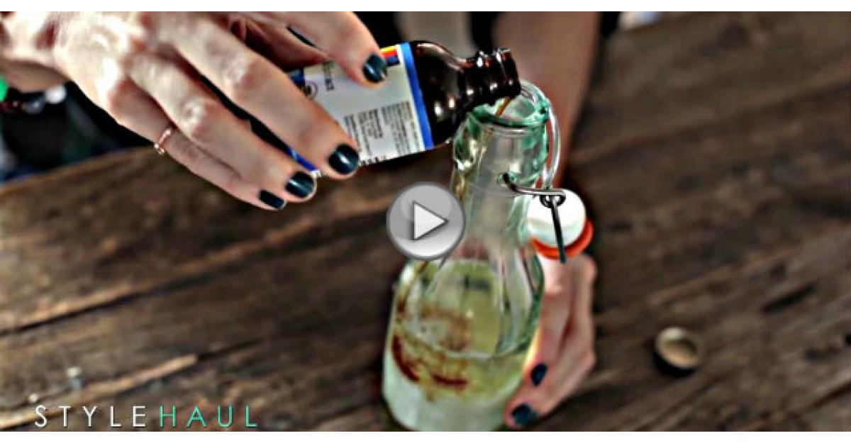 Video: Pune albus de ou si sapun intr-o sticluta. Ce face cu amestecul este incredibil