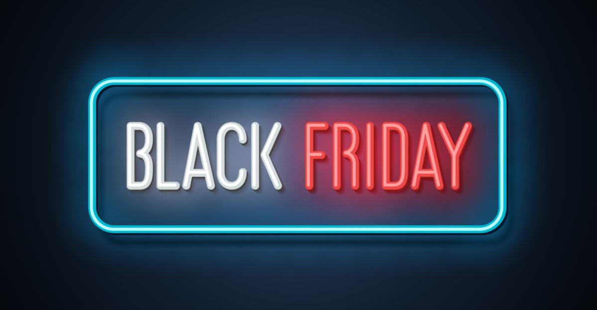 7 din 10 români economisesc bani, așteptând reducerile de Black Friday și de Sărbători pentru a face cumpărături
