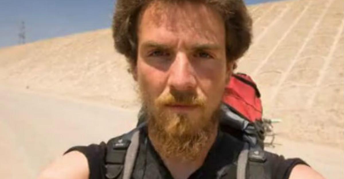 Video: A mers peste 4.500 de km PE JOS timp de un an! Vezi cum arata la sfarsit