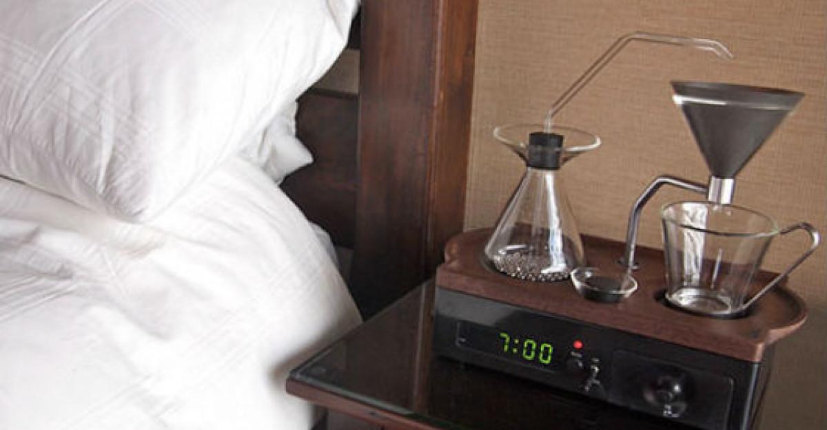 Video: Acest ceas desteptator te va trezi cu cafeaua gata preparata!