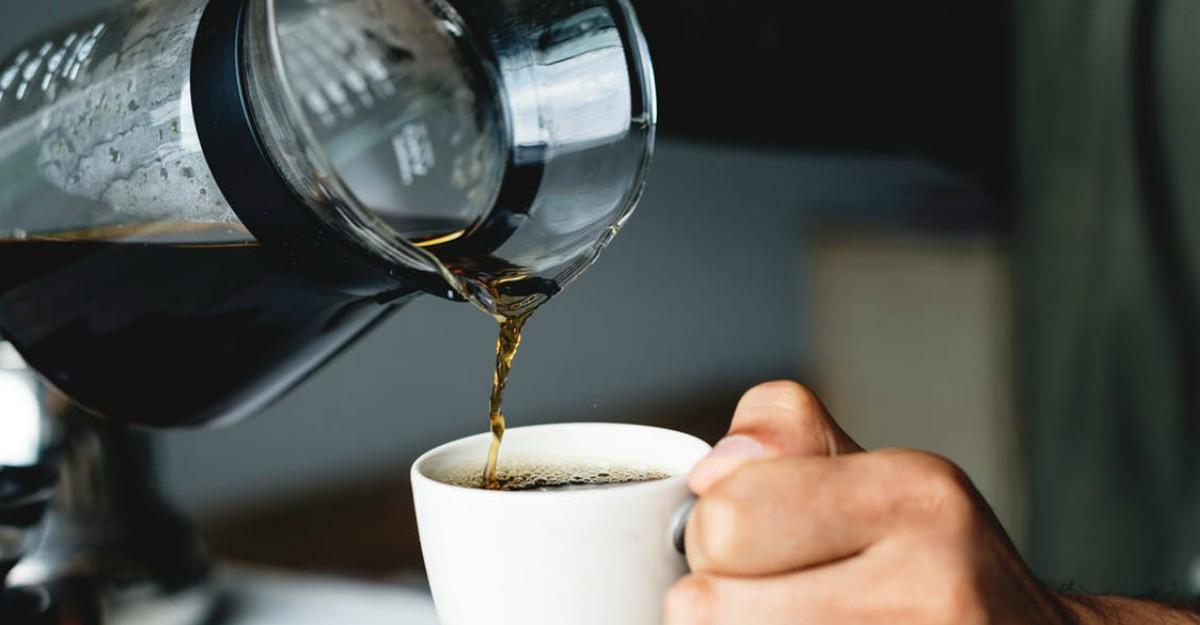 Cum să-ți cureți aparatul tip filtru de cafea