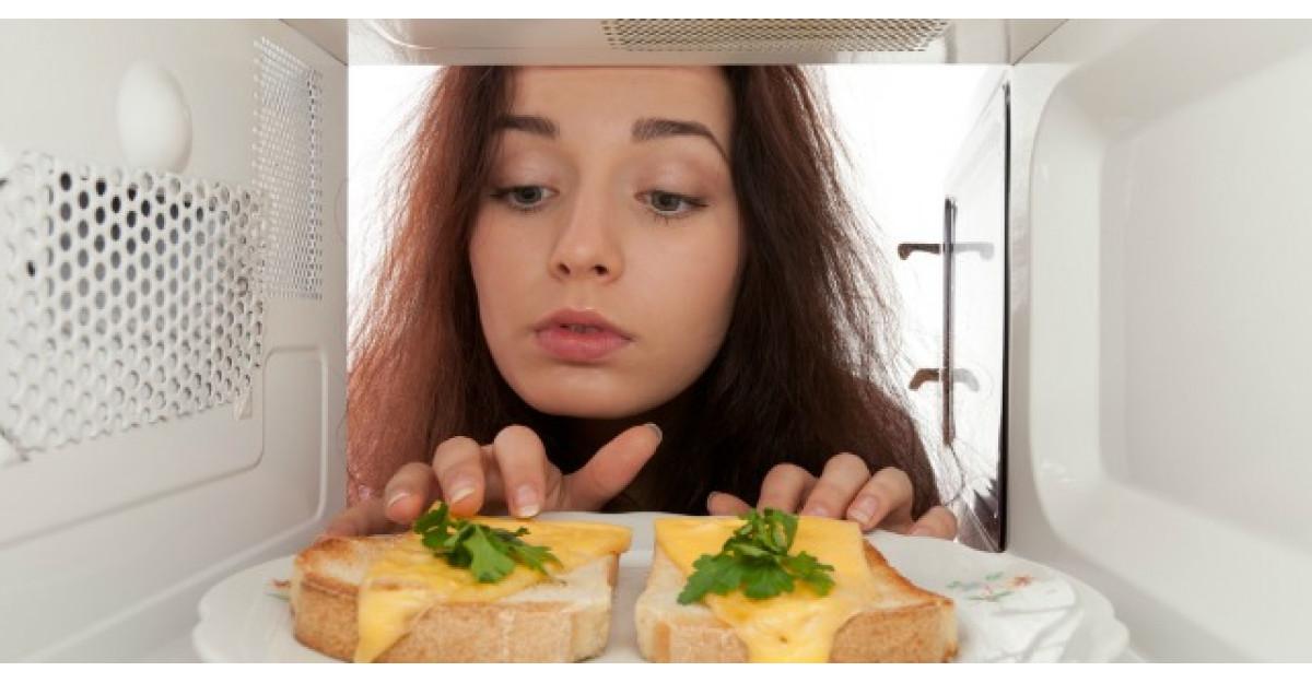 De ce nu e bine sa incalzim mancarea in cuptorul cu microunde