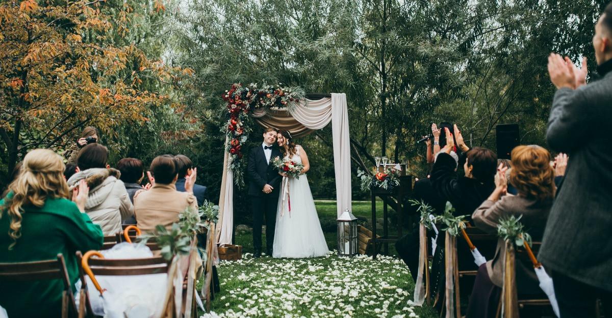 6 tinute de purtat la o nunta de toamna