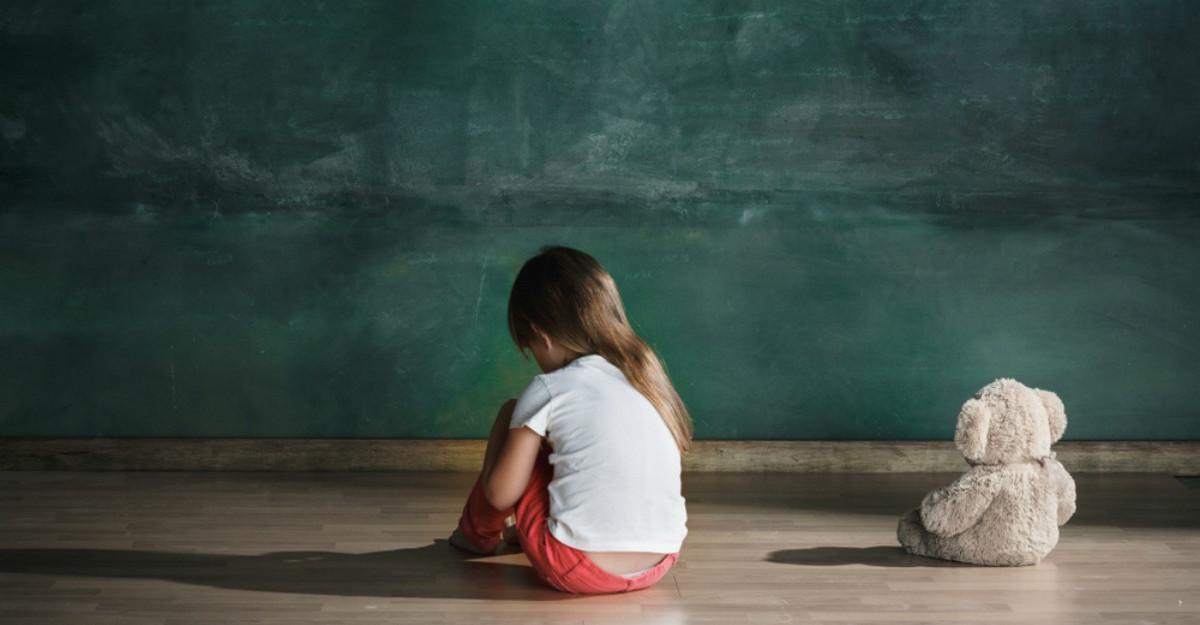 Rănile NEVINDECATE din copilărie ne ghidează viața. Evită să îi spui copilului tău următoarele cuvinte!