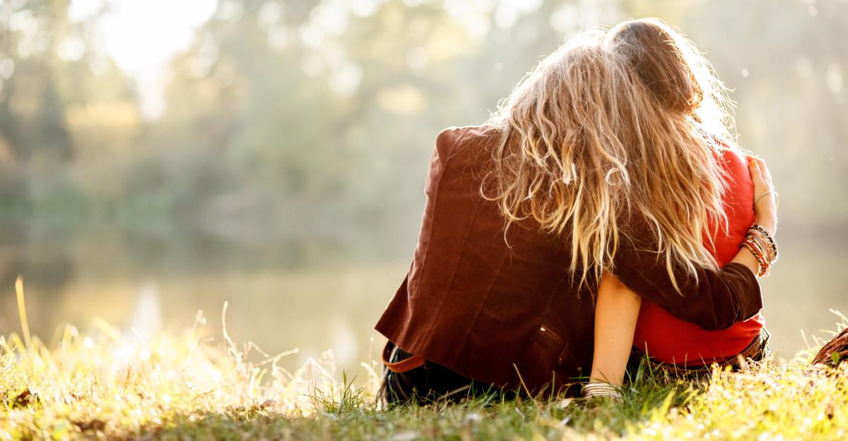 Proverbe despre prietenie: Dacă prietenul tău este miere, tu nu umbla să-l mănânci de tot