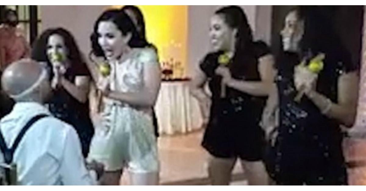 Video: Mireasa renunta la rochia de mireasa si face ASTA. Mirele si invitatii raman fara cuvinte
