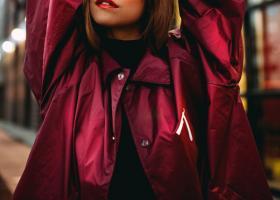 Pelerină de ploaie tip jachetă impermeabilă din fâș subțire, PVC sau vinilin