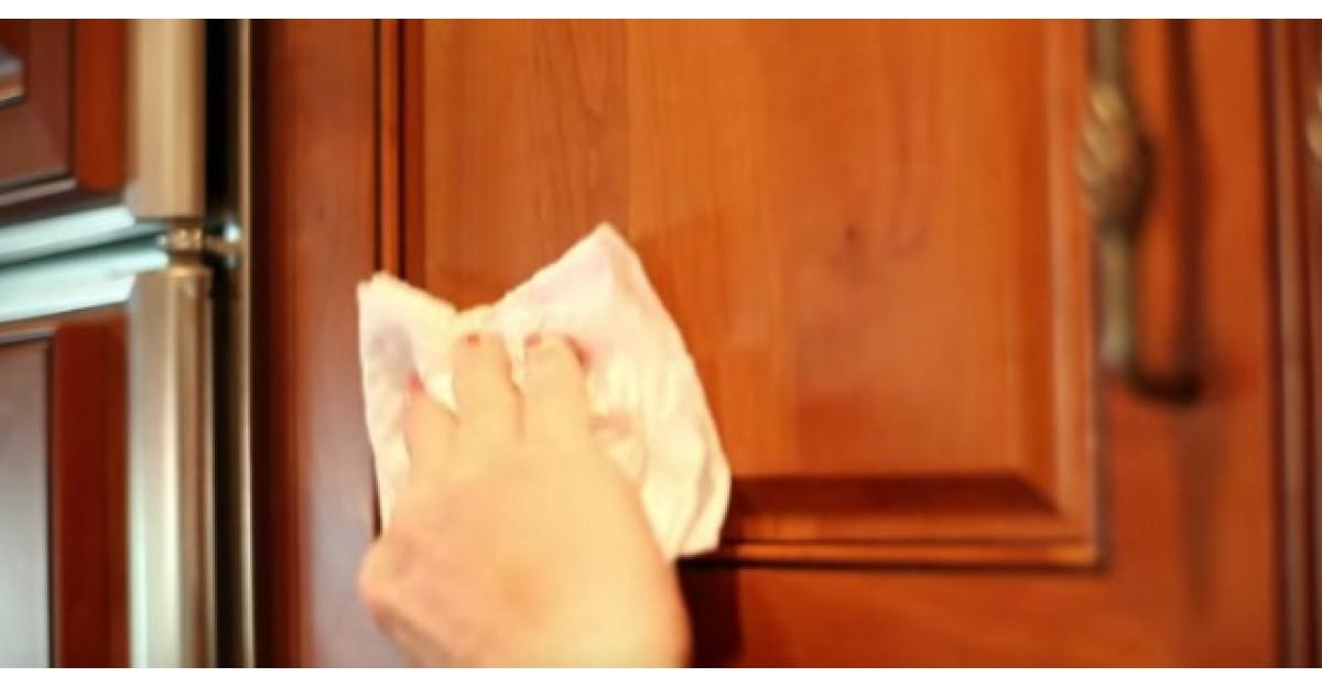 Cum inlaturi intr-o secunda grasimea de pe blaturile din bucatarie?