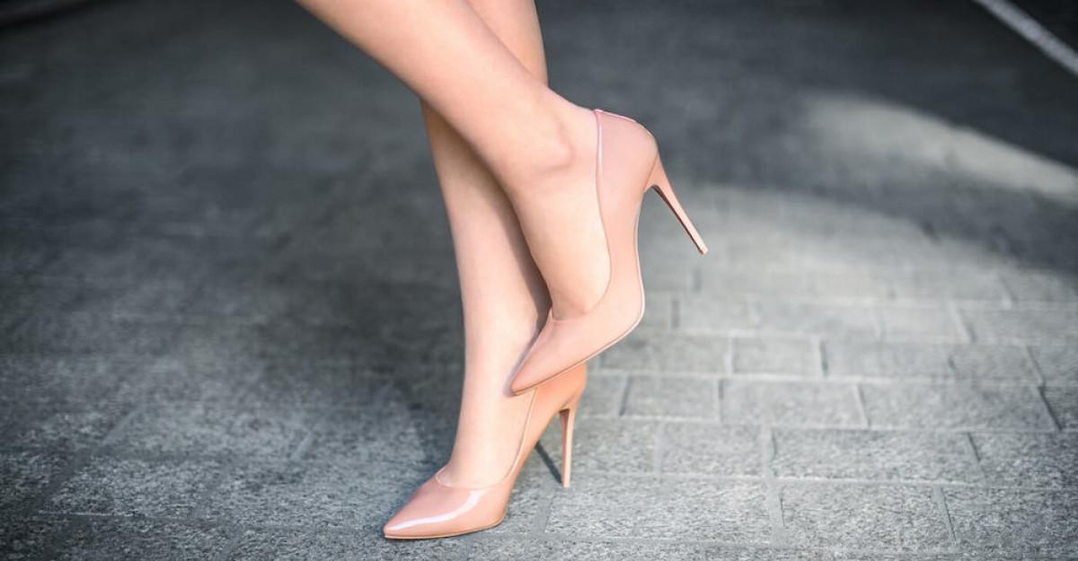 Pantofi cu toc înalt - modele la modă și culori în tendinţe în 2021