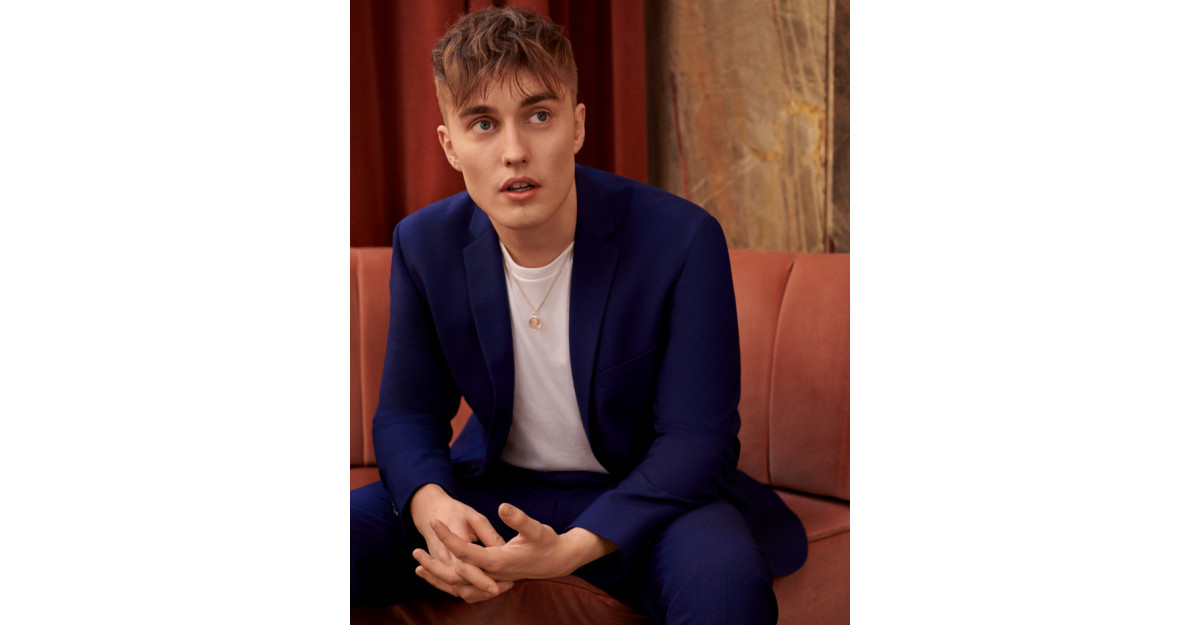 Sam Fender este TopMan Suit Your Self