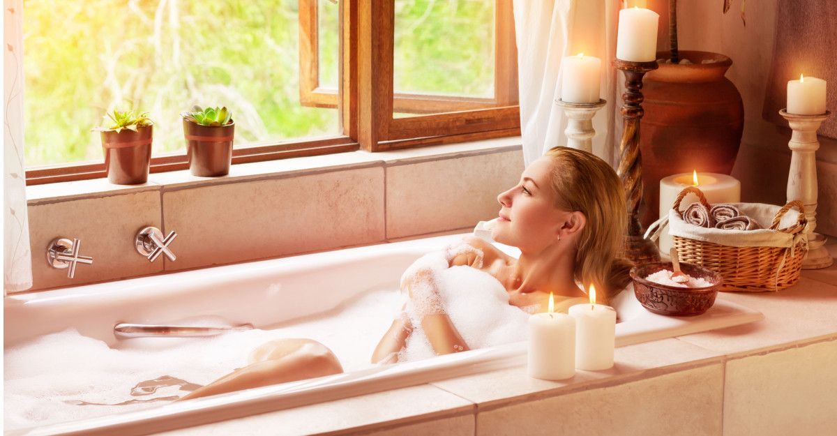 8 ingredinte pe care să le adaugi în cadă pentru o baie terapeutică