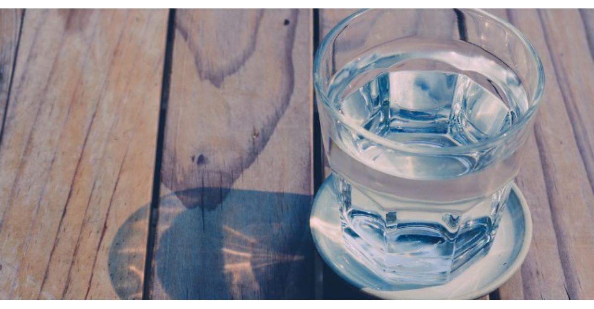 Apa ca medicament: De ce e important sa bei apa pe stomacul gol