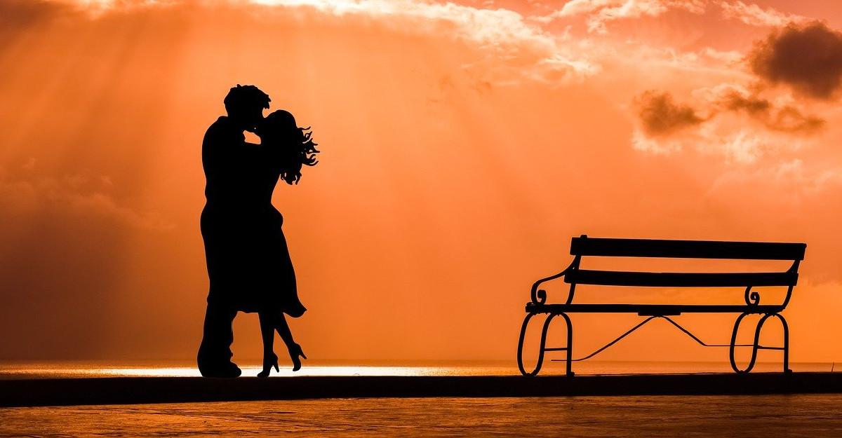 10 semne că te iubește și că sunteți făcuți unul pentru celălalt