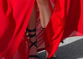 Sandale cu baretă pe picior care se poartă în vara lui 2018