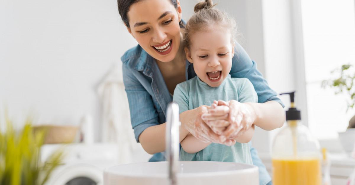 Igiena copilului: cum îi stârnim interesul pentru regulile sanitare