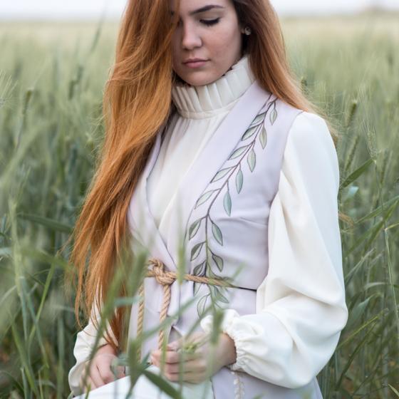 Contează pe bluzele de inspirație victoriană în acest sezon!