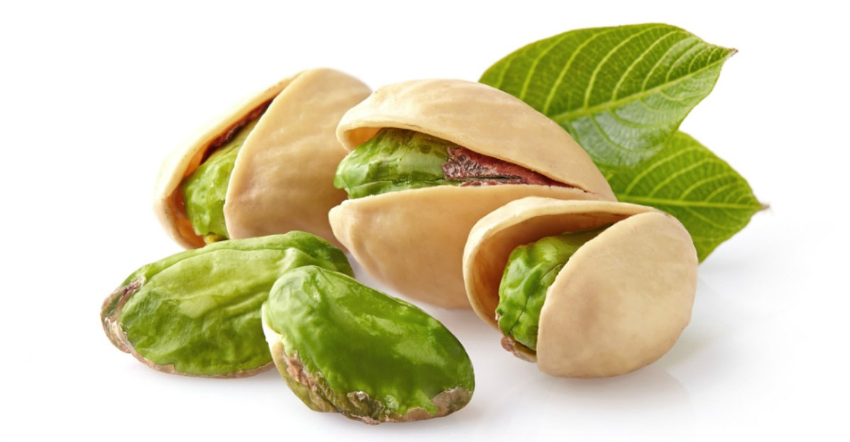 4 fructe in coaja lemnoasa care fac minuni pentru tenul tau
