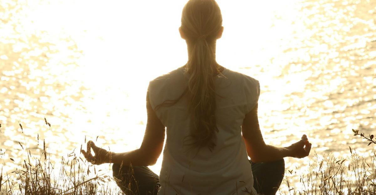 Yoga ar putea reduce riscul aparitiei cancerului