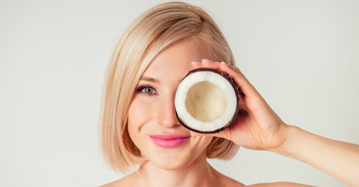 Folosește produse cu ulei de cocos pentru un păr strălucitor!
