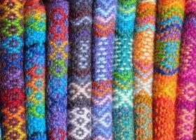 Tricotaje cu imprimeu în motive etnice: modele confortabile și în tendințe