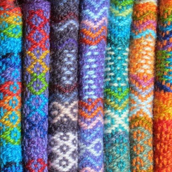 Se poartă tricotajele cu modele etnice în acest sezon