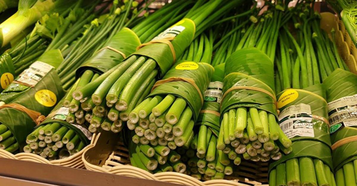 Supermarketurile din Asia au dat ambalajele din plastic pe frunzele de banane