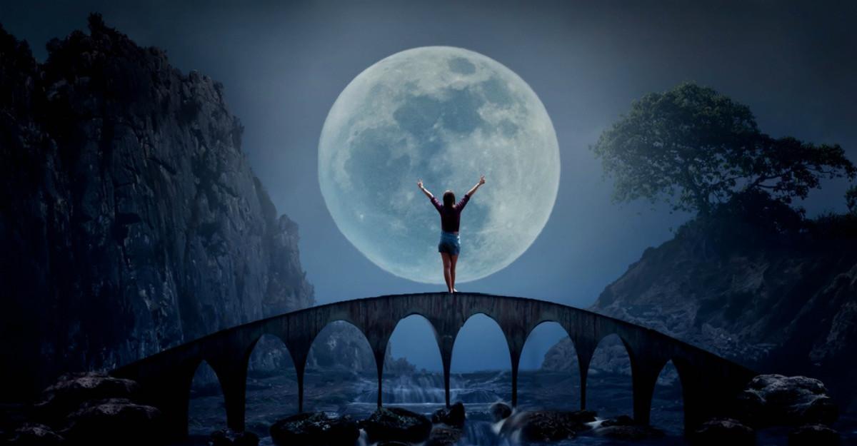 Luna Plină de pe 24 octombrie pregătește schimbări frumoase pentru aceste zodii