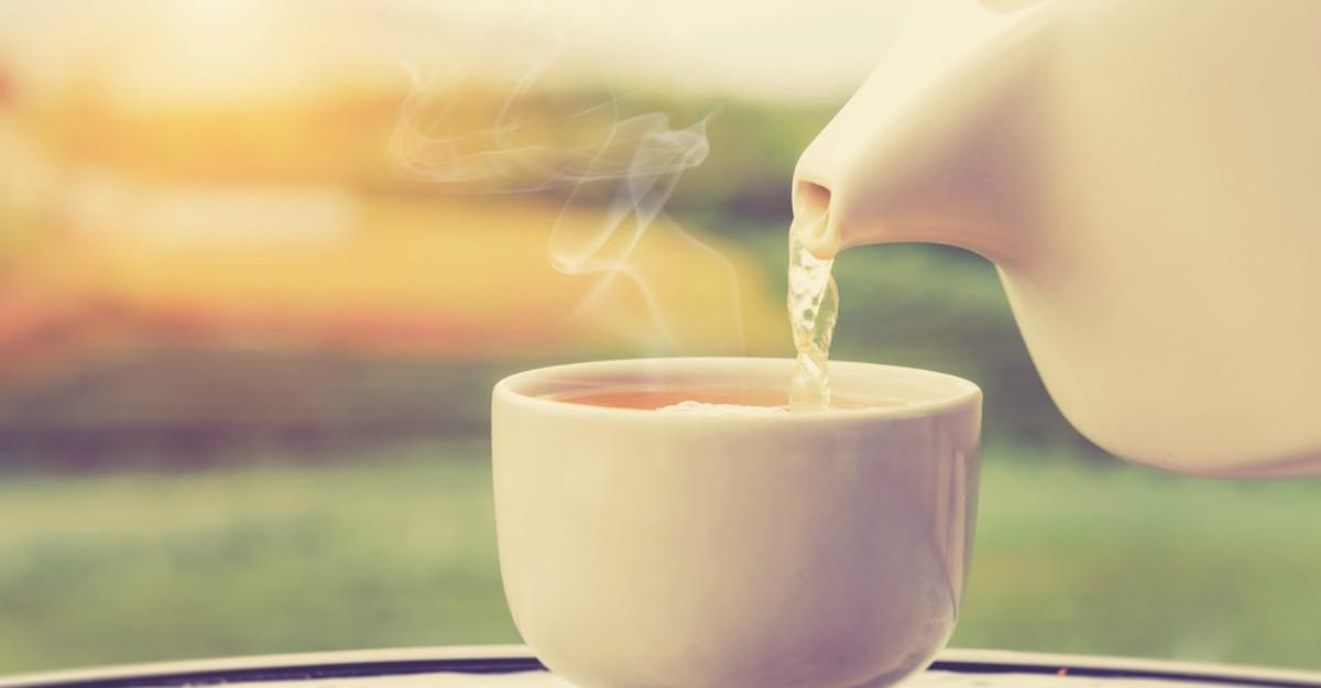 6 lucruri care se intampla in corpul tau cand bei apa calda pe stomacul gol