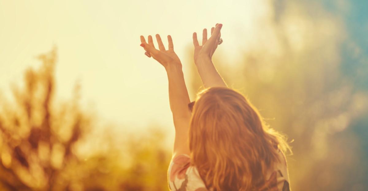 50 de afirmații pozitive cu care să îți începi dimineața pentru o viață mai fericită