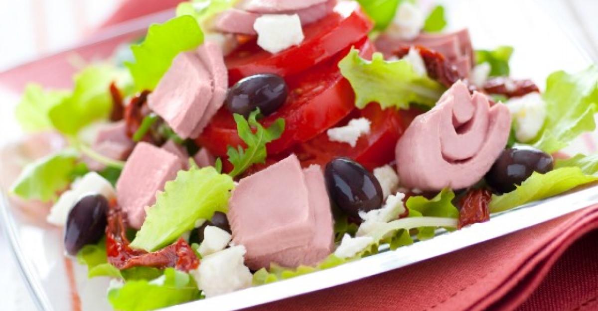 Salata cu ton RIO Mare, masline si branza feta